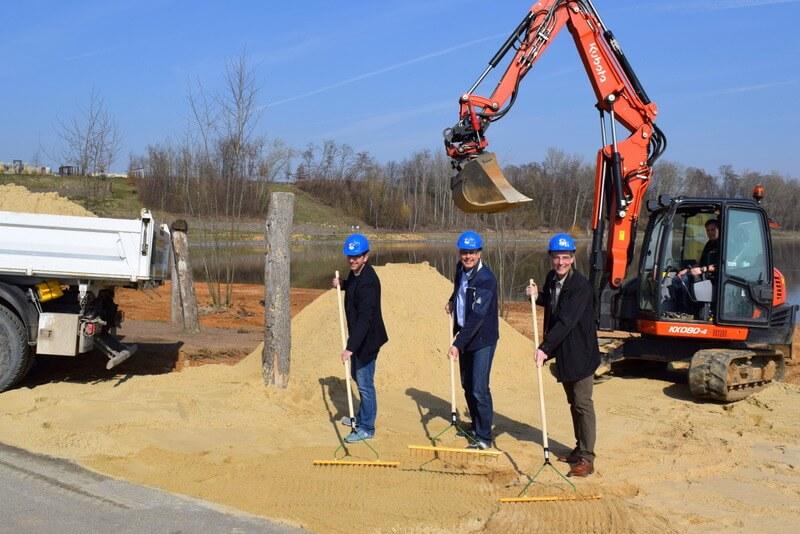 300 Tonnen feinster Sand für mehr Strandvergnügen: Der Seepark Zülpich erweitert seinen Sandstrand um 1.000 Quadratmeter.
